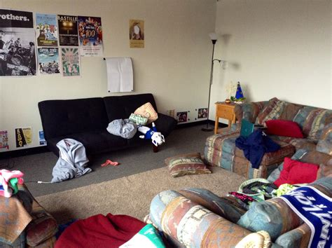 Dirty Living Room | 6 places for cleanliness realizations in a college