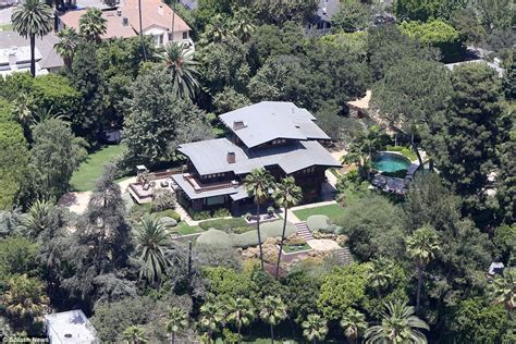 hollywood celebrity houses angelina jolie and brad pitt s how will angelina jolie and brad pitt split their 400m