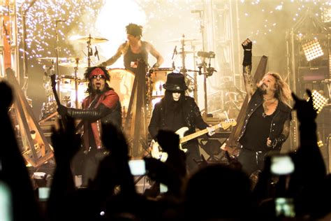 Motley Crue live review m 246 tley cr 252 e at staples center in los angeles