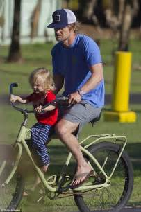 Owen Wilson Bikes To Clubs by Owen Wilson Enjoys A Bike Ride With His Two Sons Robert