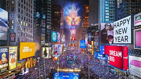 are there bathrooms in times square on nye 12 perfectly good reasons you should skip new year s eve