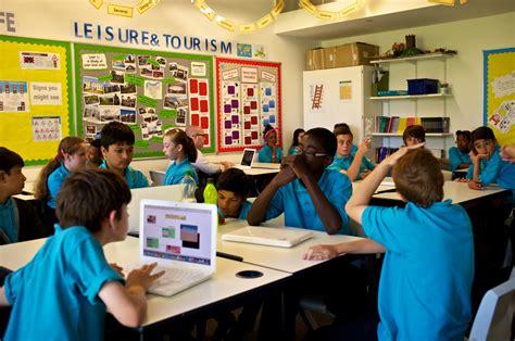 Or At School Pifpaf At Tallis School Koraca