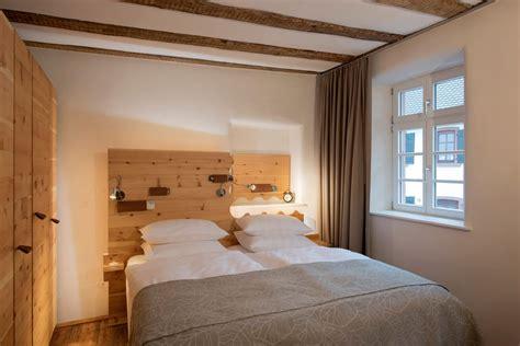 schlafzimmer zirbe zirbenholz schlafzimmer burggarten appartements