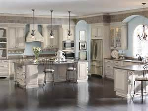 Elegant Kitchen Cabinets by Try This Elegant Kitchen With Cabinets By Diamond