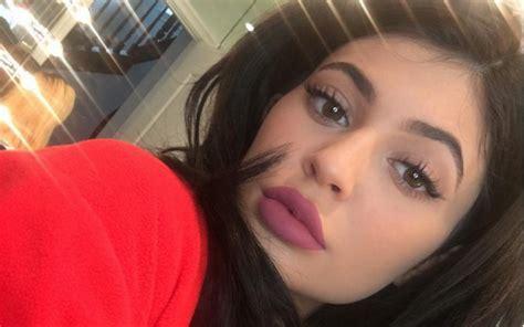 Lipstik Warna Coklat Kopi ini warna pertama lipstik jenner okezone lifestyle