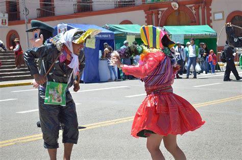 trajes tipicos de la region con material reciclado apexwallpapers puno danzas con trajes t 237 picos elaborados en material
