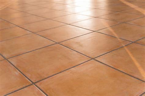 pulire fughe piastrelle come pulire le fughe nere di pavimenti e piastrelle donnad