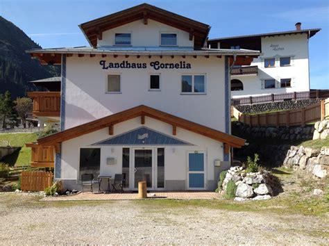 wandlen landhaus parkeerplaats landhaus cornelia aparthotels berwang