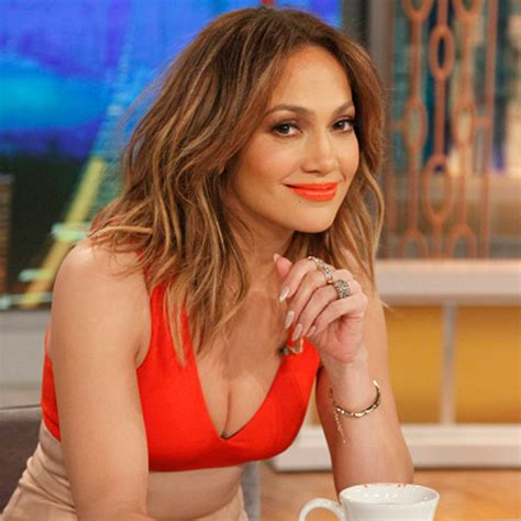 what lipstick and gloss does jennifer lopez wear jennifer lopez wears orange lipstick popsugar latina