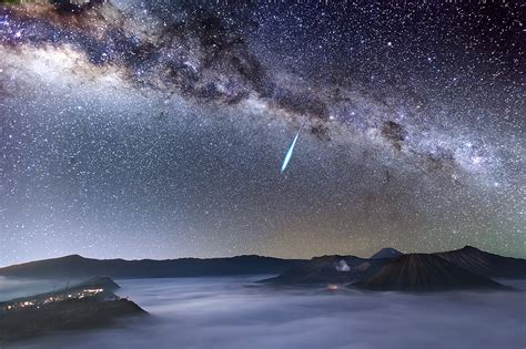 Eta Aquarid Meteor Shower by Astronomy Photographer Of The Year 2014 Competition