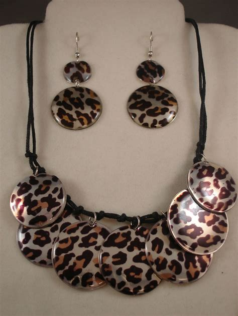 cheetah leopard animal print set of necklace earrings