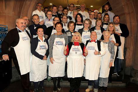 mehr als 600 obdachlose kamen zum weihnachtsgans essen in
