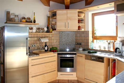 Günstige U Küchen by Wohnzimmer In Rot Und Schwarz