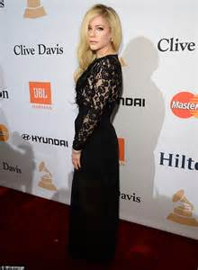 avril lavigne cosies up to chad kroeger at clive davis pre