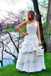 paper wedding dress a wedding dress made out of toilet paper ny daily news