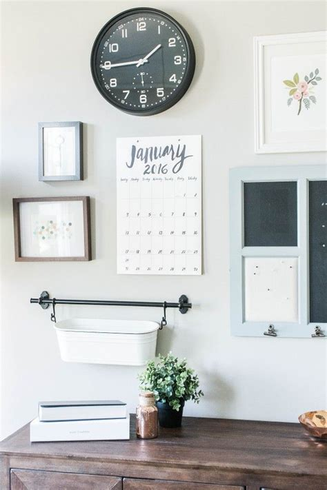 things to hang on your bedroom wall 25 best ideas about small desk space on pinterest desks