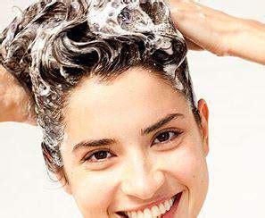 cara catok rambut dengan baik cara keramas yang baik agar rambut tak semakin rontok
