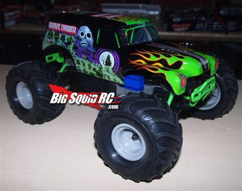 traxxas grave digger rc monster truck traxxas 1 16 scale grave digger 171 big squid rc rc car