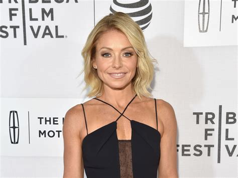 kelly ripa news blogs and latest updates abc news kelly ripa s first live guest co host is someone we
