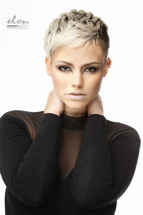 platinum pixi cut with brown highlights pixie haircut with chunky highlights hairstylegalleries com