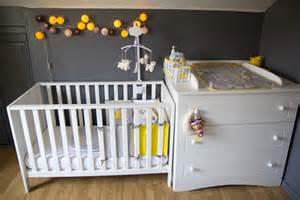 deco chambre garcon jaune gris