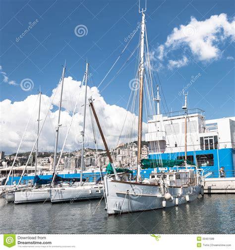 la nel porto barche a vela nel porto di genova italia fotografia stock