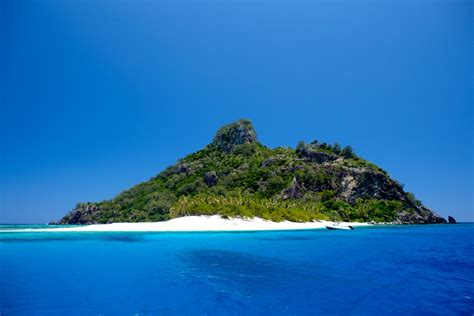 the island at the seaspray day sailing adventure in fiji s islands south sea cruises