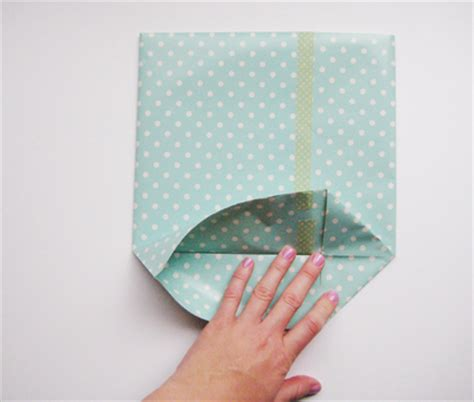 How To Fold Wrapping Paper Into A Bag - c 243 mo hacer una bolsa de papel 171 manualidades