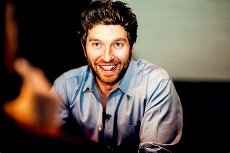 brett eldredge backstage with brett eldredge don t ya and turn offs a drink with