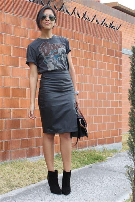 black no brand skirts black zara boots gray pull