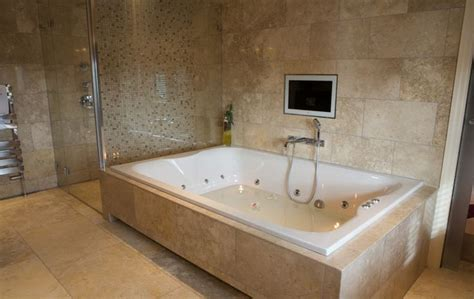 bathtub large best 25 jacuzzi bathtub ideas on pinterest jacuzzi tub