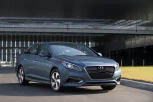 Hyundai Sonats 2016 Hyundai Sonata Hybrid Front Three Quarter 02 Photo 1