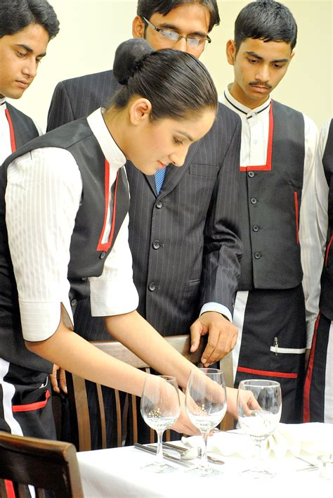 Bba Mba Hotel Management Institute Rohini Uei Global Delhi 110085 by Best Bba Mba Colleges Delhi Top Bba Mba Institutes List In