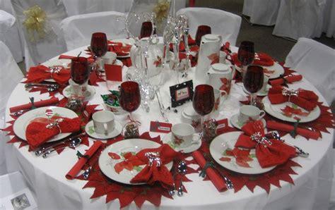 foto tavola apparecchiata immagini tavole apparecchiate natalizie divergentmusings