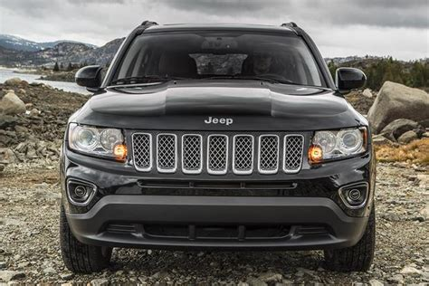 Difference Between Car And Jeep 2015 Jeep Compass Vs 2015 Jeep Renegade What S The