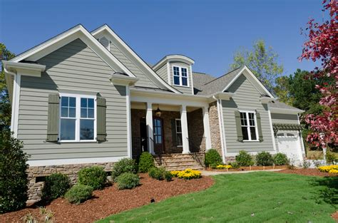 choosing between vinyl siding and fiber cement siding