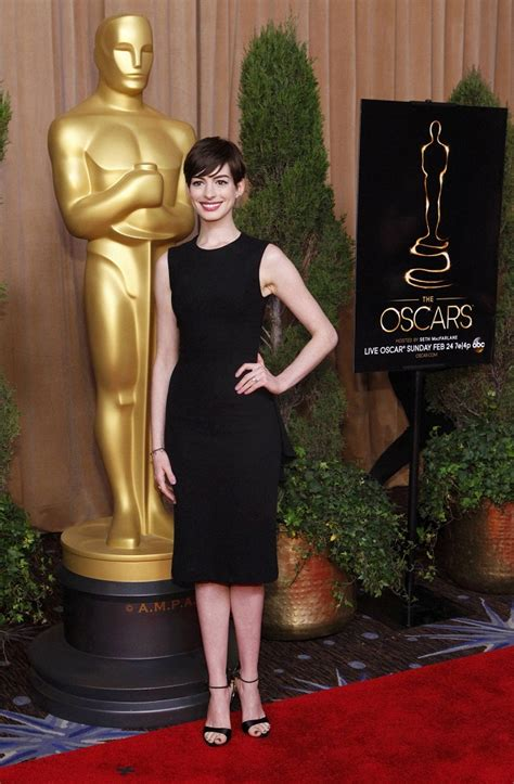 anne hathaways lemonade reaction is actually kind of anne hathaway opts for a black the row outfit for the 85th