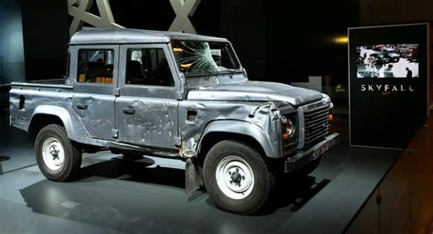 land rover skyfall new range rover and the defender from 007 s new skyfall