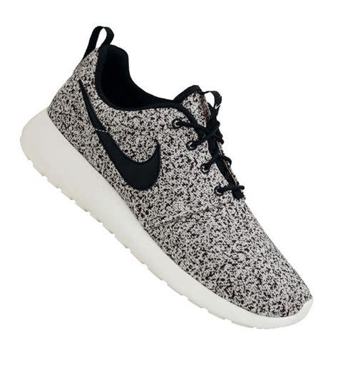 black and white pattern nikes shoes nike roshe run nike nike shoes sneakers oreo