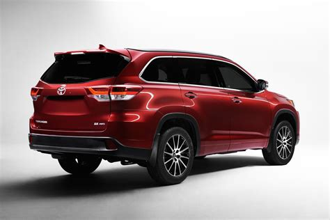 Toyota Mid Size Suv 2017 Toyota Highlander Mid Size Suv Debuts At New York
