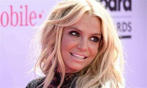 Life And Style Magazine Sweepstakes - britney spears plastic surgery an expert breaks down her look life style