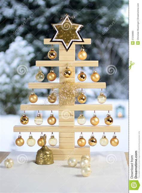 193 rbol de navidad de madera hecho en casa foto de archivo