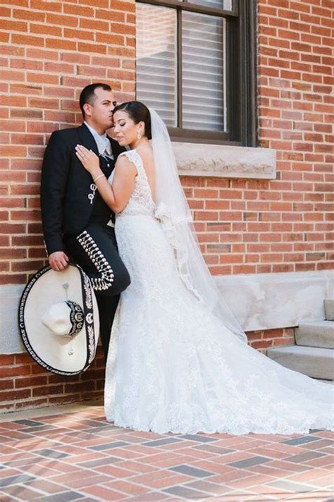 Mexican wedding picture ideas. Charro. Bodas.   Photo