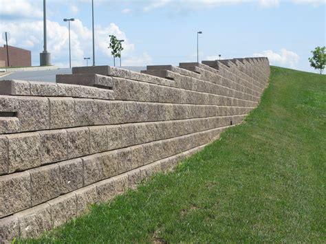 creating a split material wall concrete block retaining walls masonry retaining wall