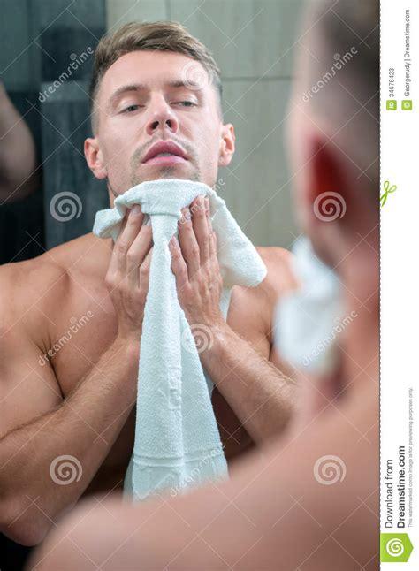men in bathroom man in bathroom stock photos image 34678423