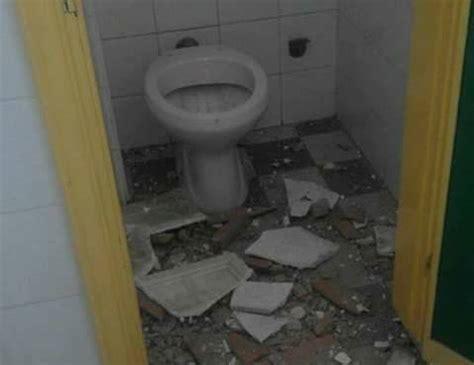 nei bagni di scuola gi 249 il controsoffitto nei bagni a scuola radio