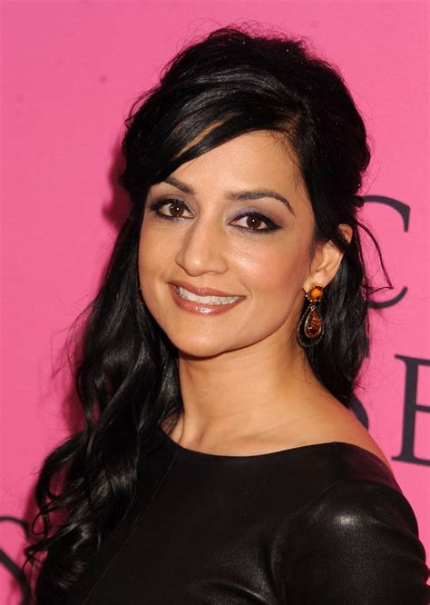 archie panjabi archie panjabi photos photos on the carpet at