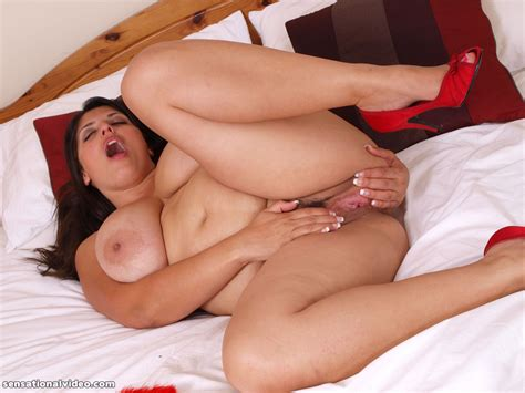 Exotic British bbw Kerry Marie Spreads Her Pussy Pichunter