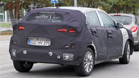 hyundai crossover 2016 hyundai s upcoming crossover gets spied with strange front