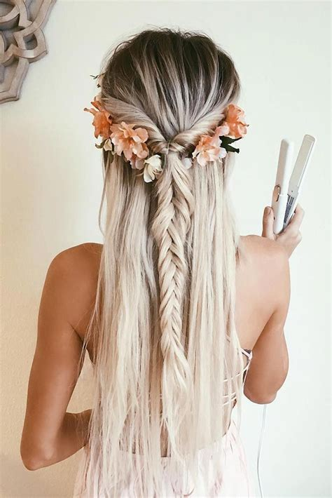 curly hairstyles for hoco best 25 homecoming hair ideas on pinterest homecoming